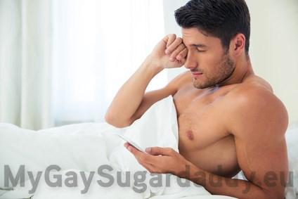 Großzügiger Gay Daddy bietet Taschengeld